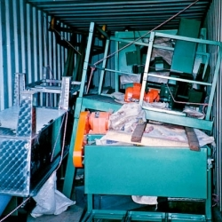 0028_south_african_container_with_equipment