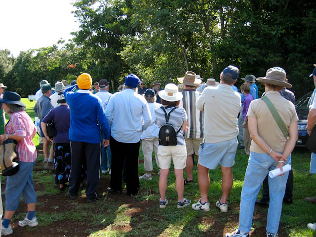 0038_tour_group_in_orchard